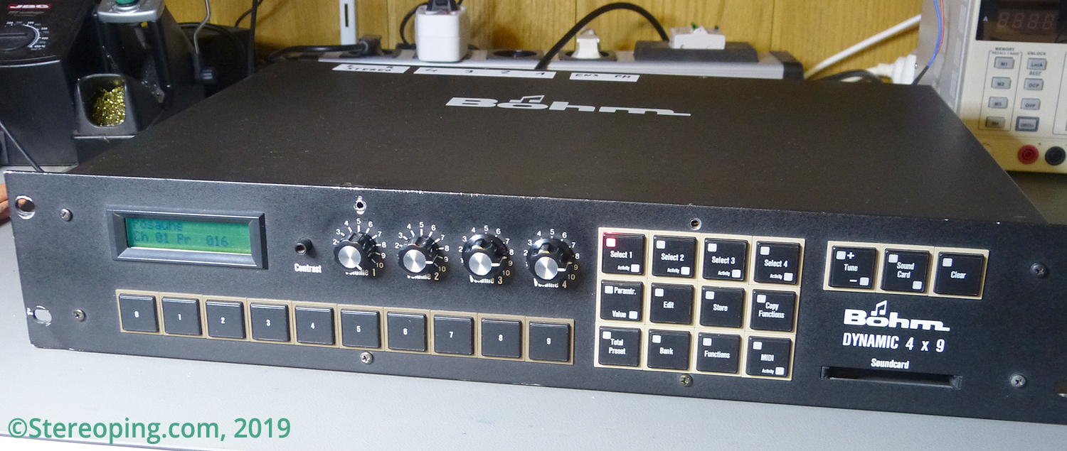 Boehm Dynamic 4×9 – a beautiful FM Synthesizer with BBD