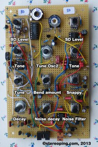 TR-0815 - Bassdrum and Snaredrumvoice. At bottom the 6 pon connector for Accent, Trigger and Noise sent to the Mainboard